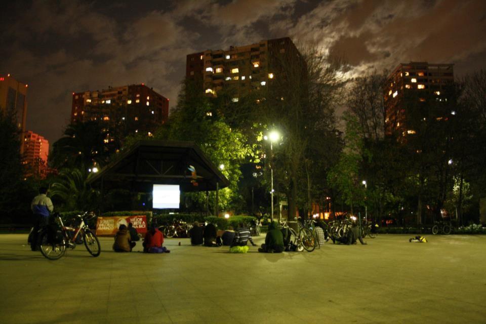 La noche estuvo magica, nos permitio llegar a cabo un cine itinerante 100% de ciclistas
