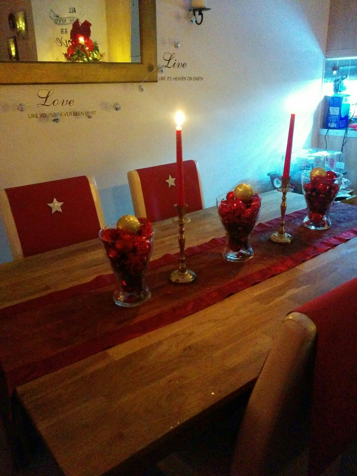 Table looking gorgeous in red and sparkles of course!