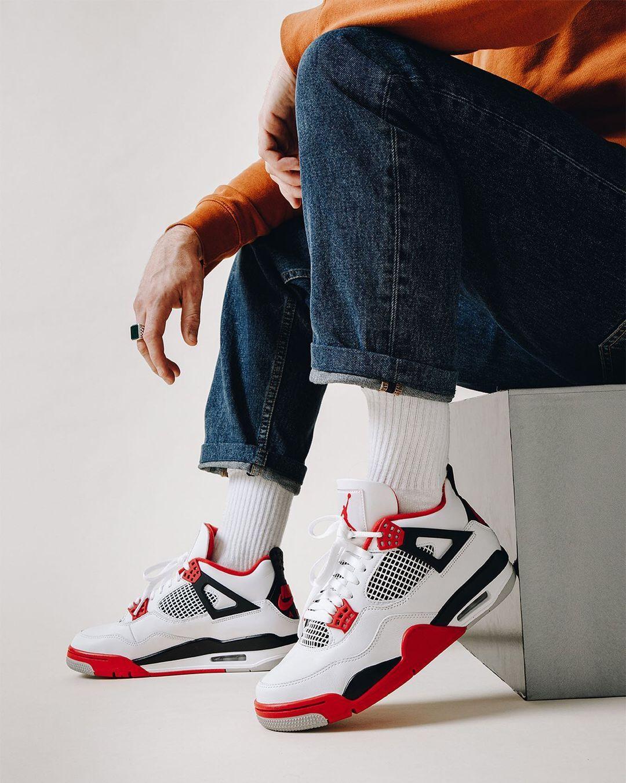 Courir On Instagram Restock La Air Jordan 4 Retro Fire Red Est De Nouveau Disponible En Ligne Et Dans Une Selec Air Jordans Jordan 4 Nike Shoes Jordans