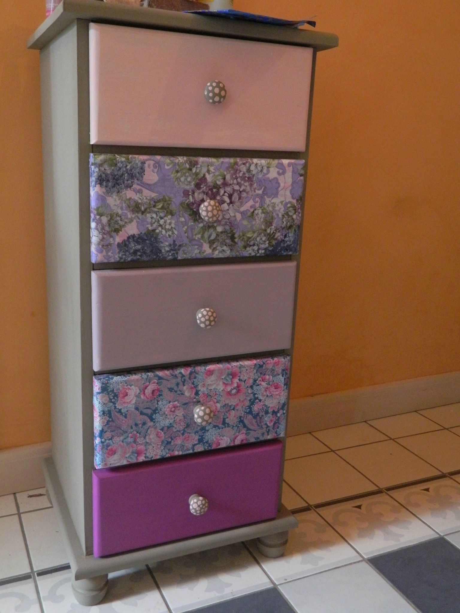 Painted and decoupaged using decopatch papers drawers for Decopatch meuble