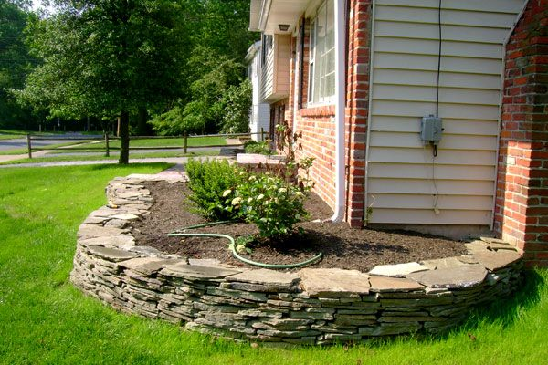 Slate rock bed perimeter bed. (With images) | Patio ...