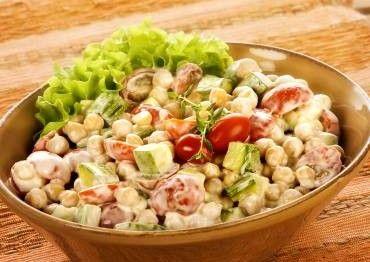 salada de grão de bico e abobrinha