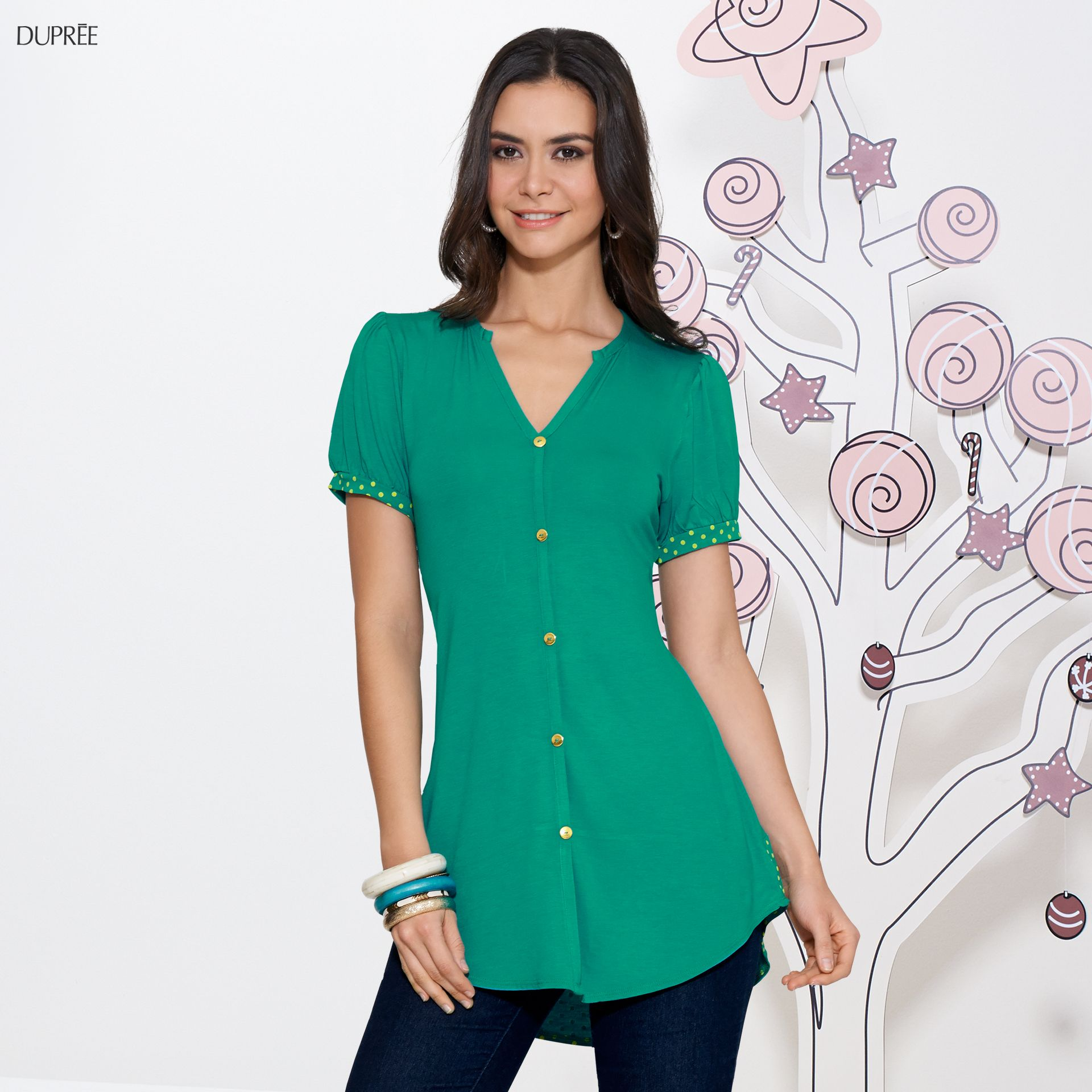 Blusa verde combinada con jean. Outfit