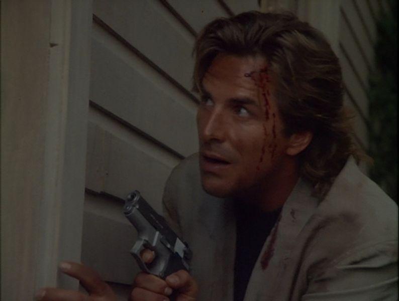 Crockett swinging his gun