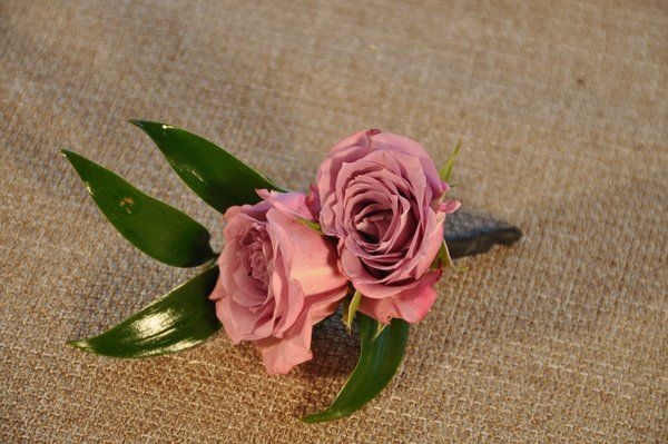 Wedding flowers - Vintage Style Ring Bearer Boutonnière. A mini lavender spray rose matching boutonnière perfectly sized for your ring bearer.