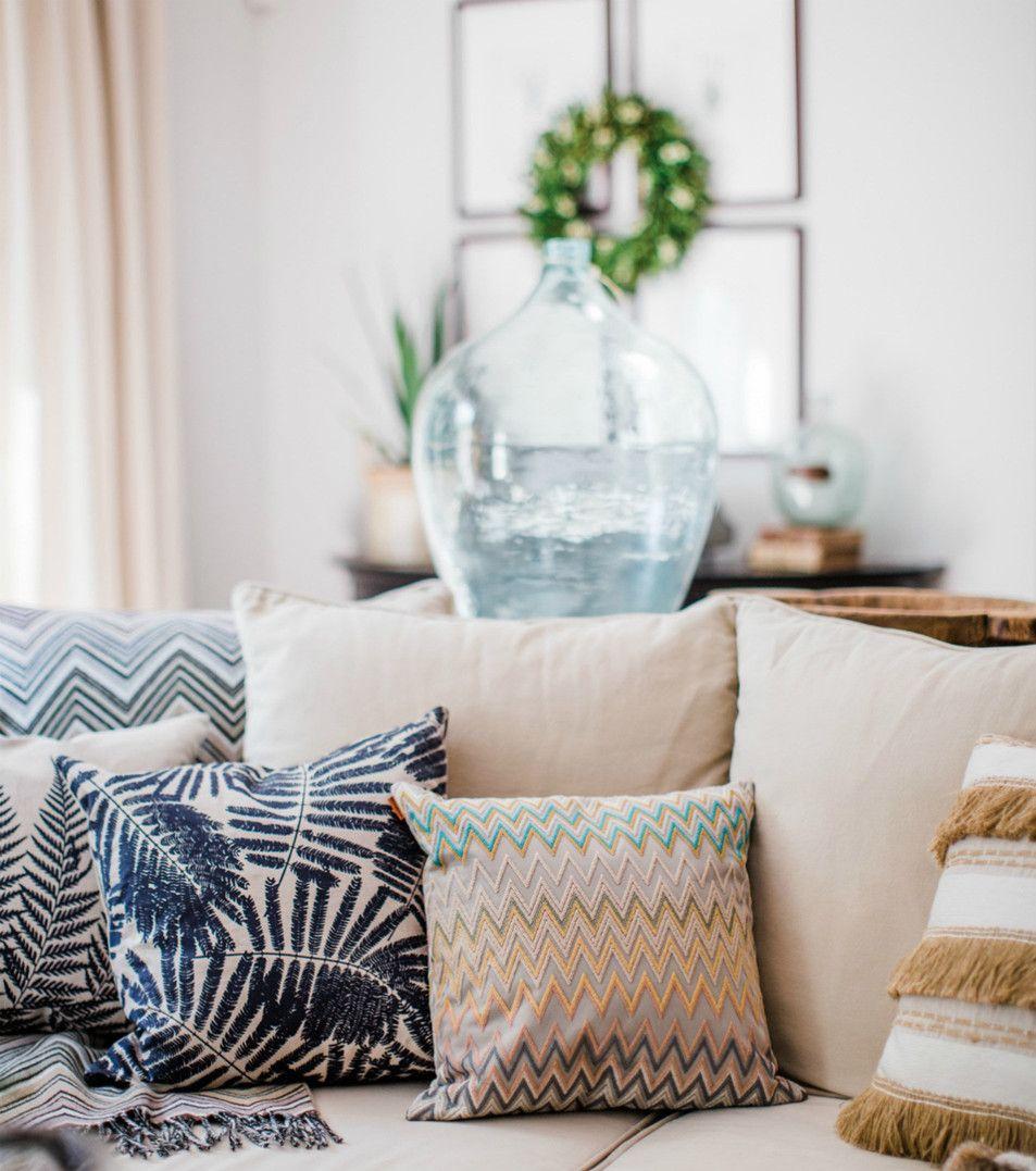 Amara Home Inspiration | The Design Twins | Amaraliving | Interior | Interior Design | Interior Style | Interiorlovers | Interior4all | Interior123 | Interiordecorating | Interiorstyling | Interiorarchitecture | Interiordesire | Interiordesignideas | Interiordetails | Interiorandhome | Interiorforinspo | Deco | Living room | Cushions | Colours