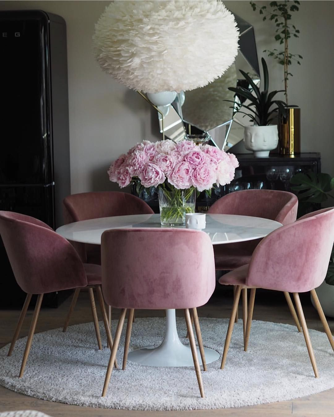 Why Am I So Obsessed This Plush Pink Dining Area Is Everything
