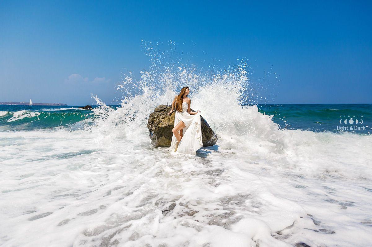 Wedding photographer in Santorini - Alexander Hadji. More photos from the photosoot: hadjiphoto.com Book your photo shooting: info@hadjiphoto.com +306951661016