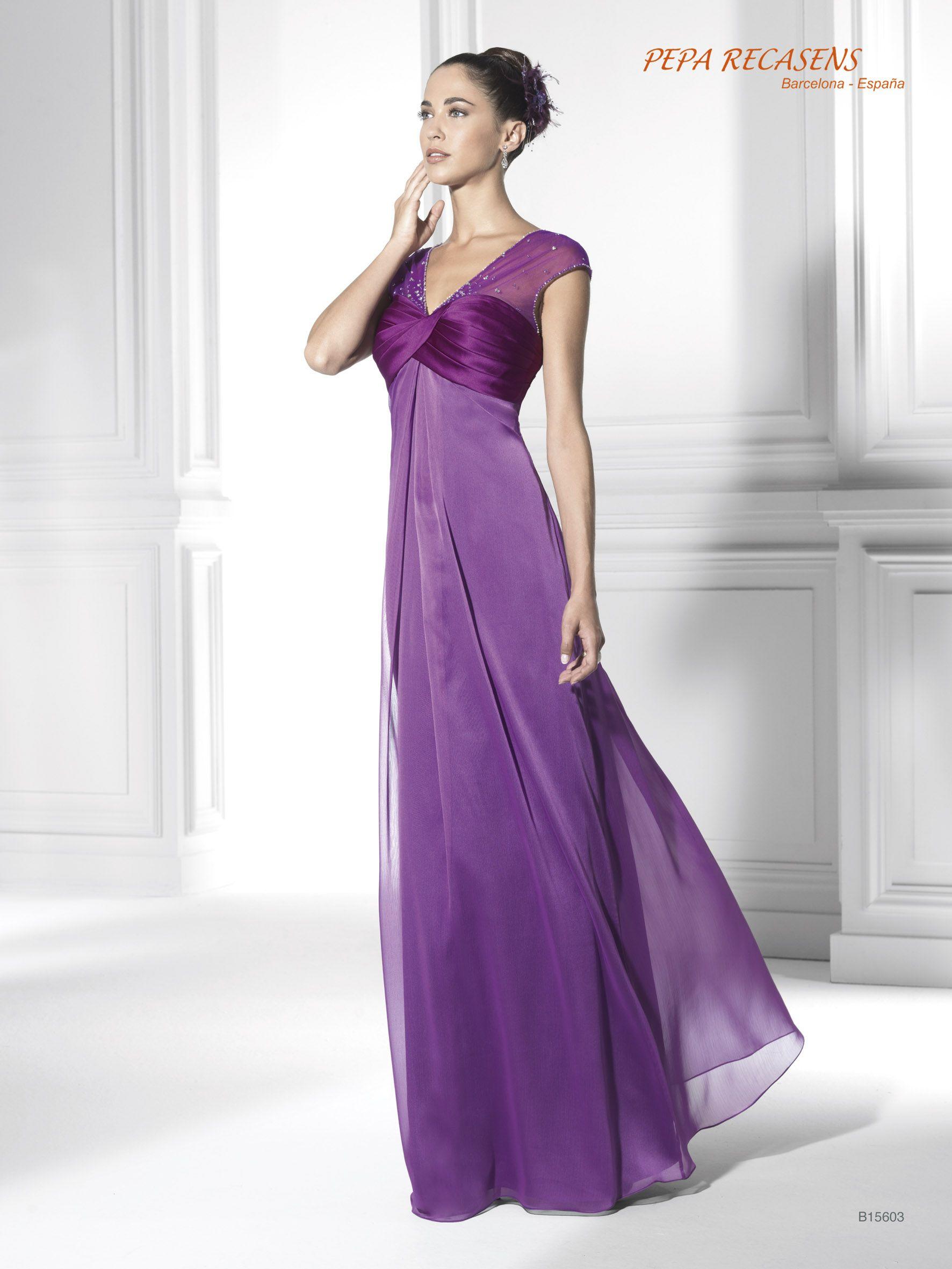Sensual diseño en chiffon y color violeta. Su escote en pico y las ...