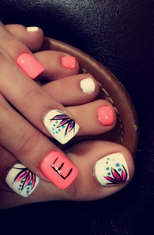 nails toes pink white flower summer