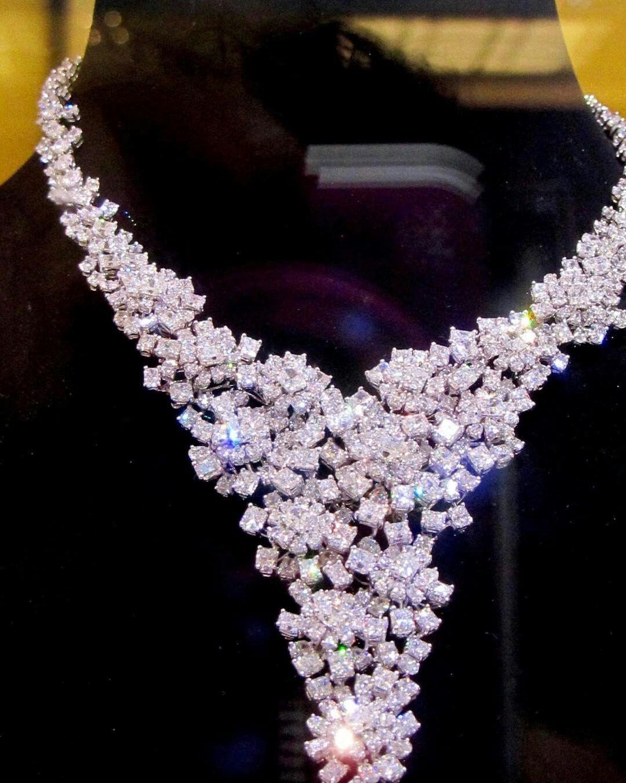 @mariigem. Beautiful #diamonds #platinum #necklace #highjewellery #cartier