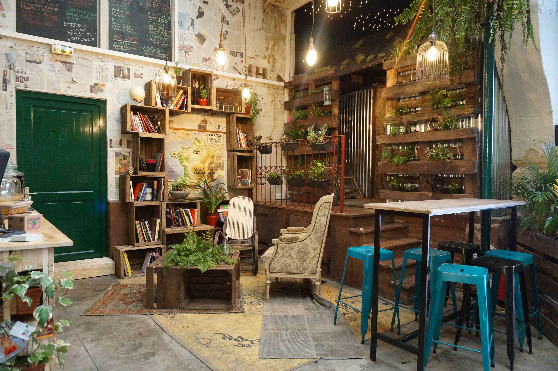Laurence restaurant salon de thé café brocante galerie dép´t