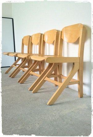 Suite De 4 Chaises Des Annees 80 En Bois Design Tres Proche Du Modele Koka Edite Par Baumann En Bois Lamelle Colle Cintre 4 Chaises Chaise Decoration Vintage