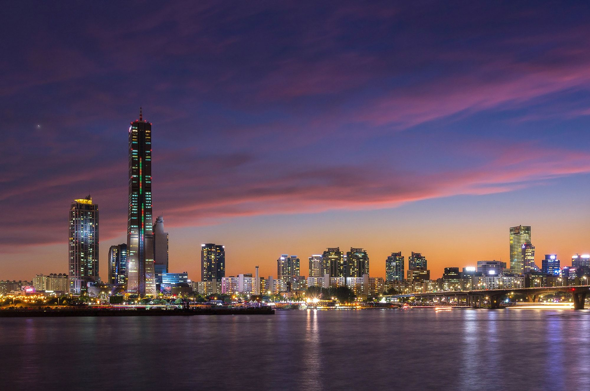 Yeouido After Sunset Seoul City At Night And Han River Yeouido South Korea Fotografi
