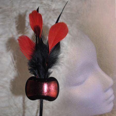 Diadema con pieza central hecha en vidrio y plumas.25€  #diadema #tocados #plumas #bodas #handmade #style #daviniadediego