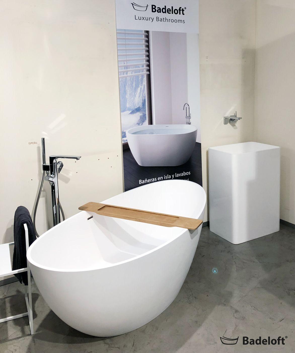 Unser showroom in barcelona wird umgestaltet um unsere neue badewannen besser präsentieren zu können