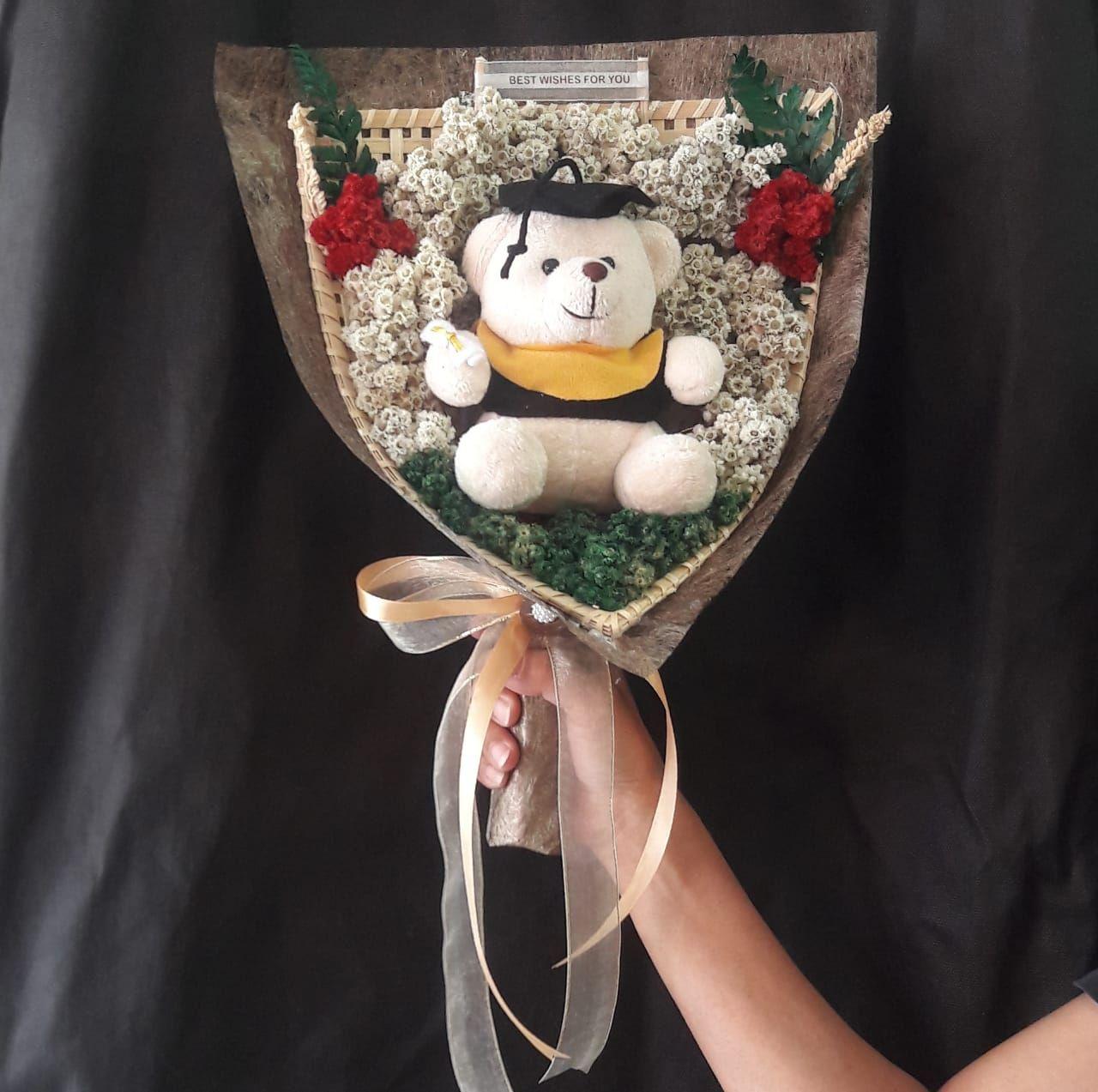 Bunga Edelweis Bunga Abadi Tipe Boneka Wisuda Hand Buket Edelweis Cocok Sebagai Kado Unik Untuk Pasangan Atau Sahabat Anda Laki La Ornamen Natal Buket Boneka