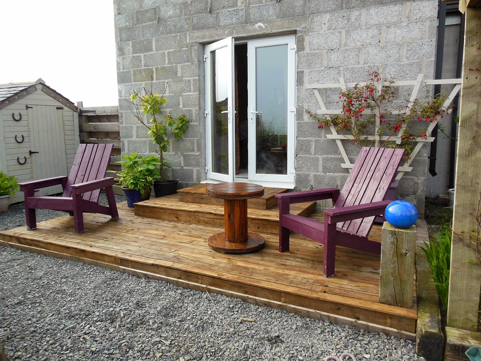 Coach House Crafting on a budget: Diy pallet wood decking | Porch ...