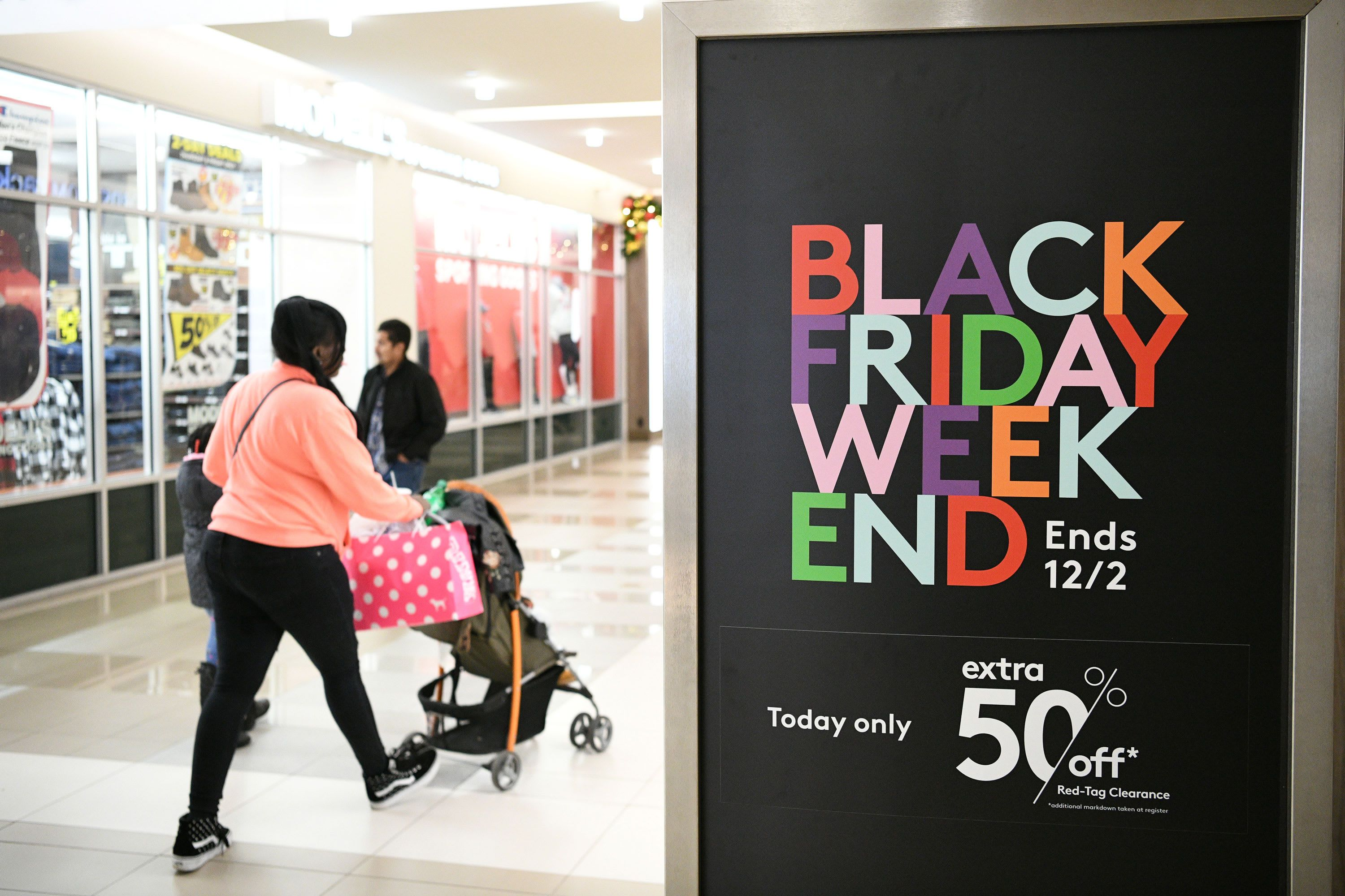 Holiday Crowds At The Mall Will Be Smaller This Year Shoppertrak Predicts As Much As 25 Drop In Shoppers In 2020 Fall Entertaining Black Friday Holiday