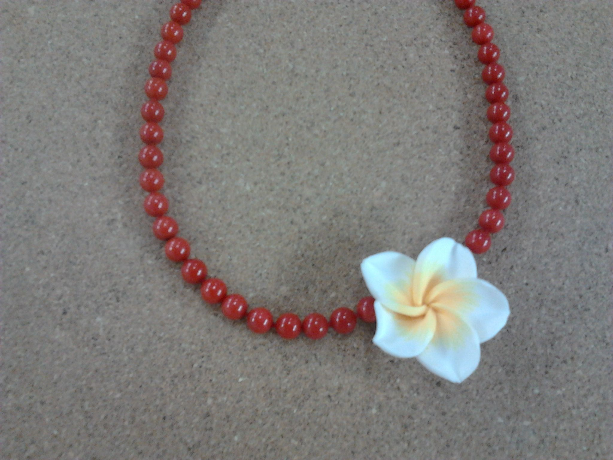 3a9bea14664f Collar de coral con flor.