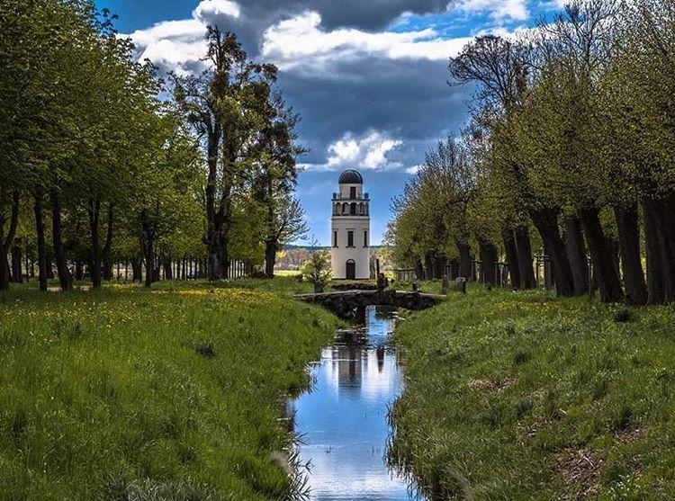 #germany #mecklenburgvorpommern #mvtutgut #landzuleben #landscape #Landschaft #sunset #Sky #Bach #Turm #picture #pictureoftheday #photography #travel #wanderlust #hashtag http://tipsrazzi.com/ipost/1511159548059970738/?code=BT4t5o9Deyy