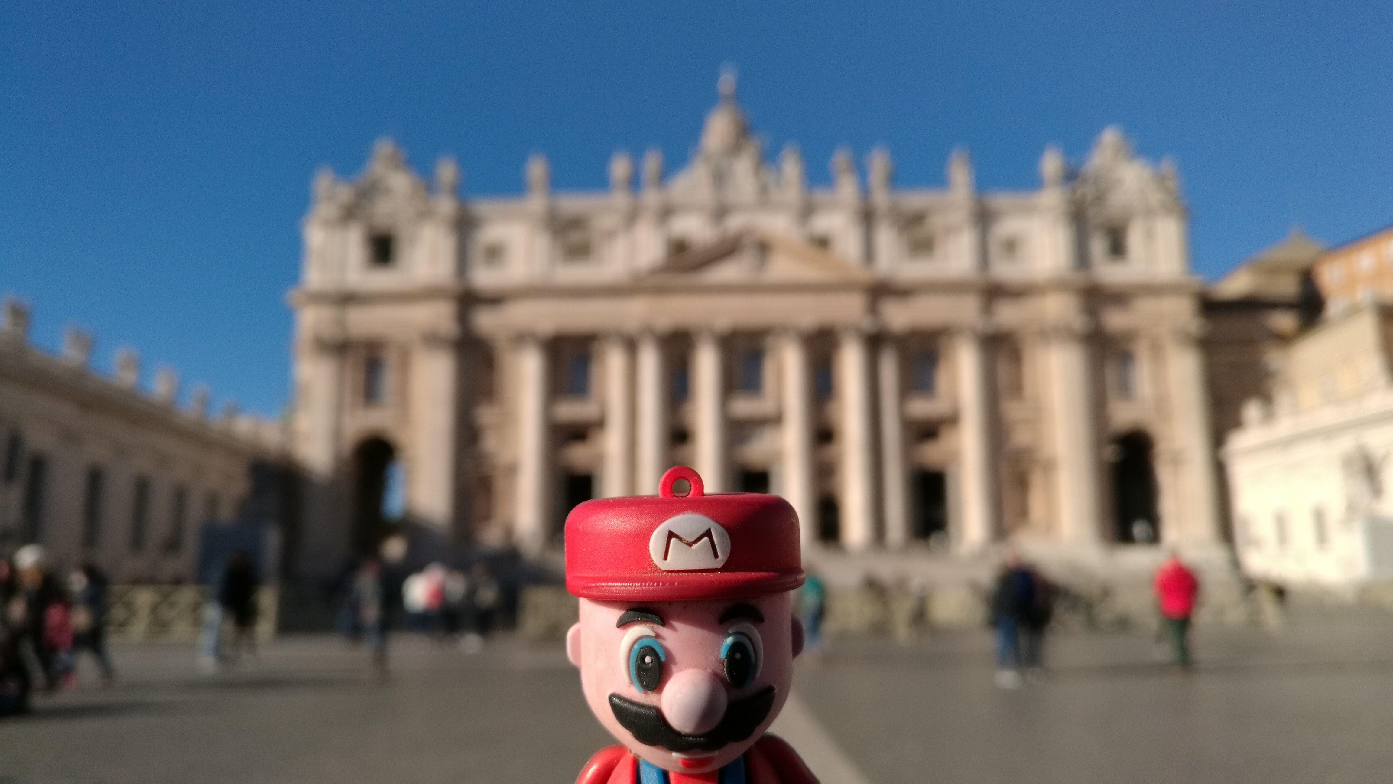 Mario como buen fontanero italiano no popdía dejar de ir a la plaza de San Pedro
