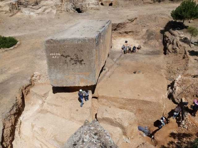 "1,650 tons... Largest ""ancient"" stone block discovered in Baalbek"