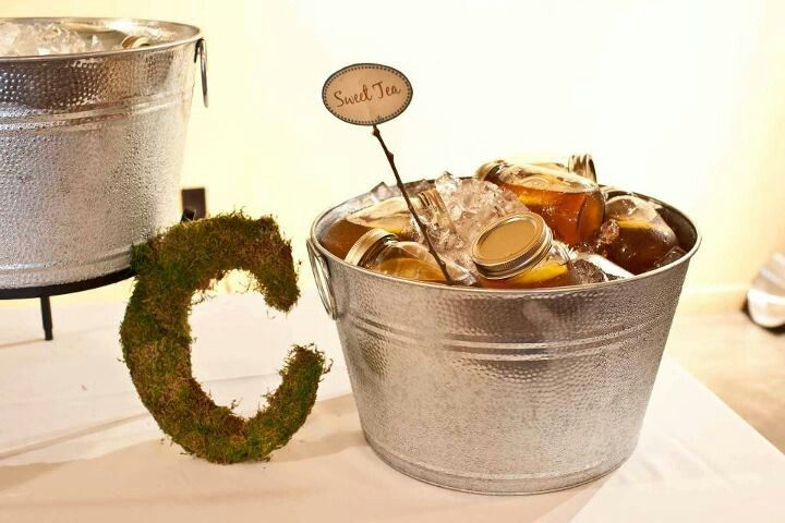 My rustic wedding - moss letter and mason jar drinks!