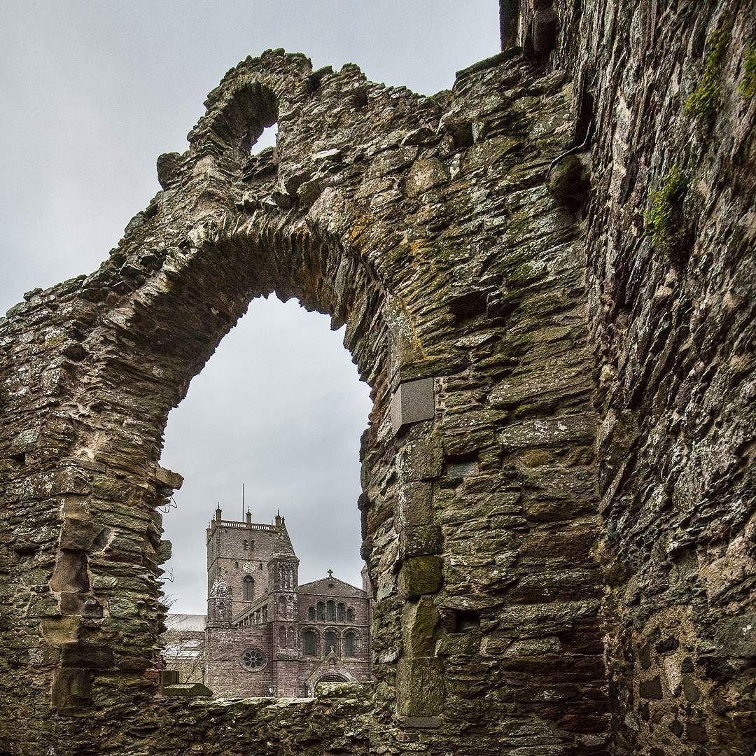 St Davids Cathedral from the Bishops Palace Pembrokeshire. #ukcoastwalk Photo: Quintin Lake www.theperimeter.uk