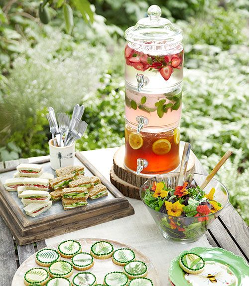 14 creative ideas for the ultimate spring garden party for Unique tea party ideas