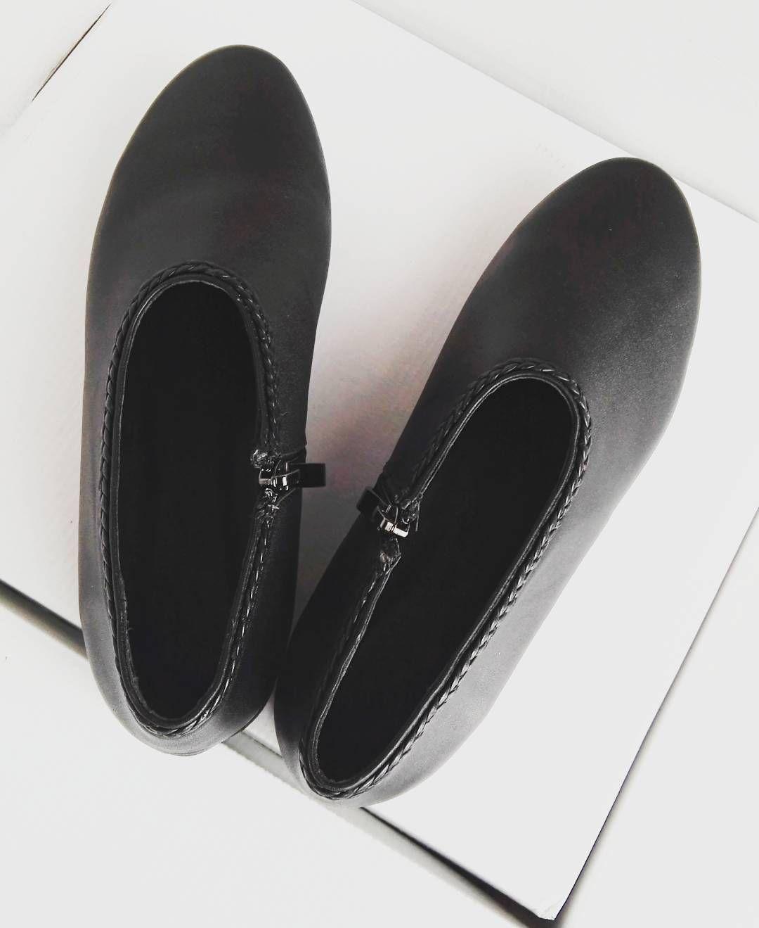 Mala Zapowiedz Cichobiegi Buciki Marysienki Nowa Kolekcja Juz Wkrotce Warkocz Ludowy Gorale Folk Slide Slipper Shoes Instagram