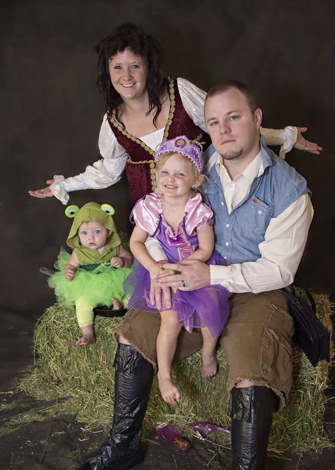 Rapunzel Tangled Family Costume Amazing Halloween Costumes Family Halloween Costumes Top Halloween Costumes