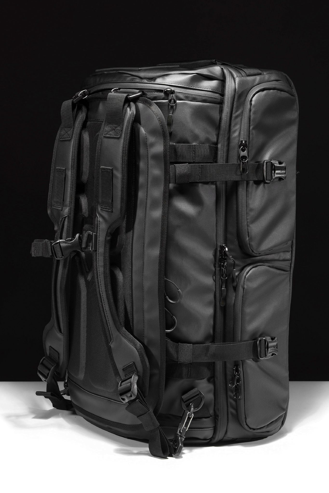 ca308df3a147 The WANDRD HEXAD Access Duffel - For the photographer with more gear or for the  travel who wants more organization.
