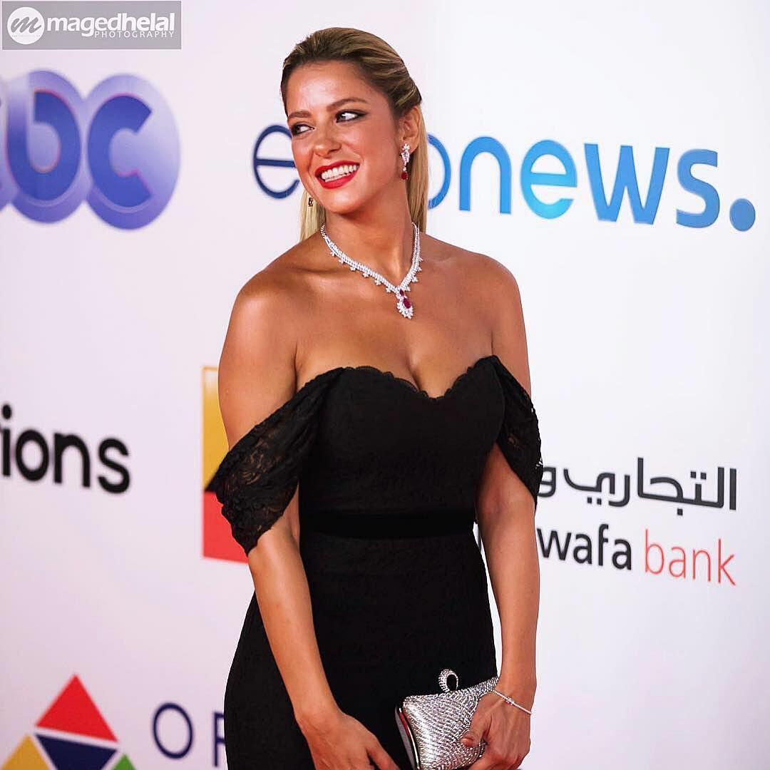 صور ريم مصطفى عارية الصدر والاكتاف مثيرة وساخنة Egyptian Actress American Actress Actresses