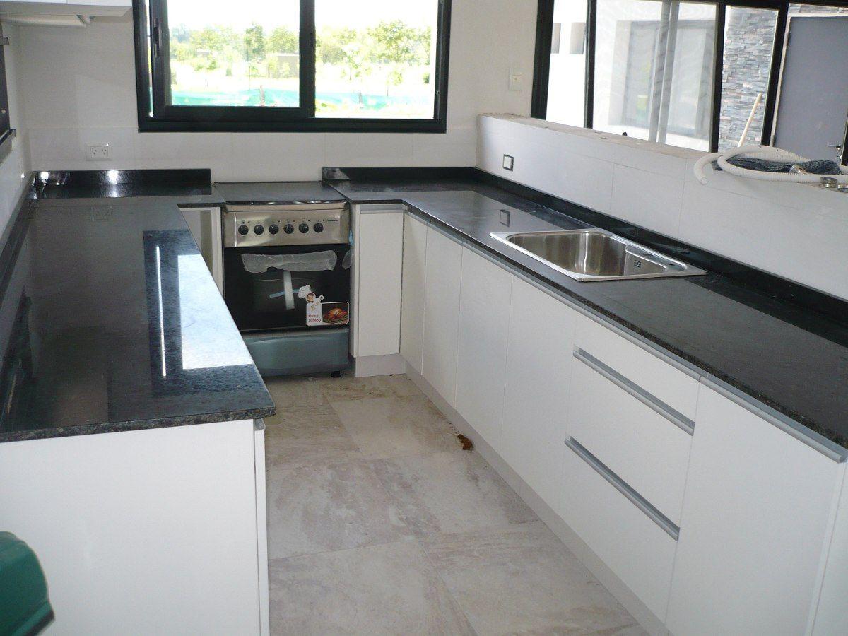 Mesada granito gris mara en cocina buscar con google k for Mesadas para cocina