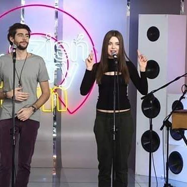 Alvaro Soler Alvarosolermusic And Monika Lewczuk Perform Libre At The Polish Morning Show Dzien Dobry Tvn Good Morning Tvn In Warsaw Yesterday 20 Met Afbeeldingen