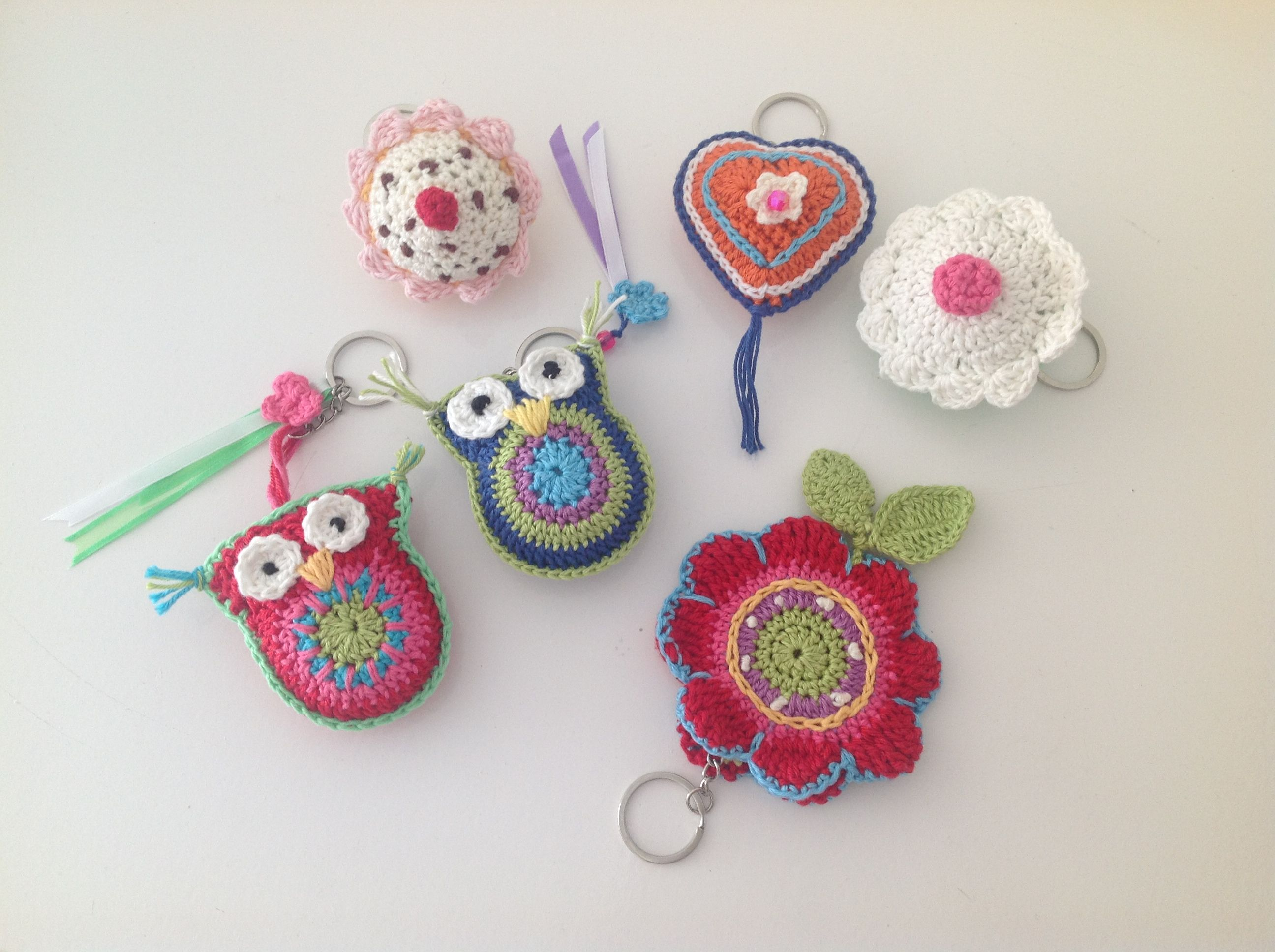 I've crochetted these cute little key chains for my friends. They loved it!! Ideas are of course from printerest :-)
