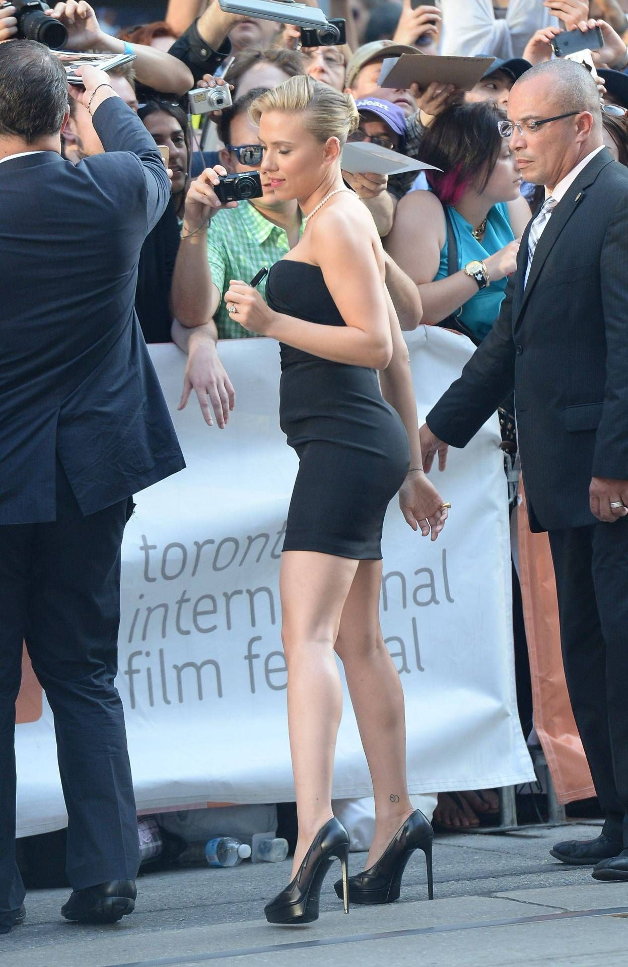 scarlett johansson and her shapely legs and curves in a