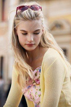 Strahlend schöner Frühlingstyp: Farben, Kleidung & Styling-Tipps