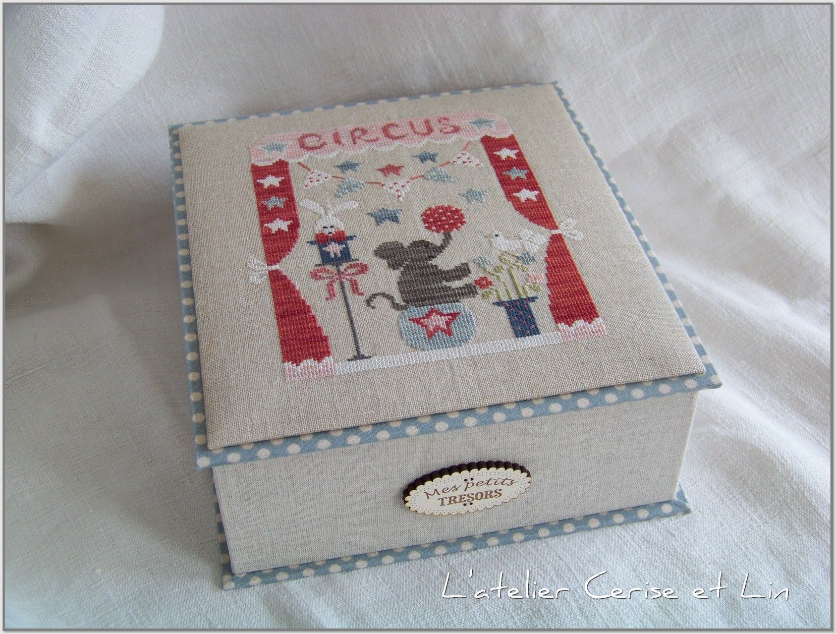 atelier cerise et lin tralala cartonaje pinterest box cross stitch and stitch. Black Bedroom Furniture Sets. Home Design Ideas