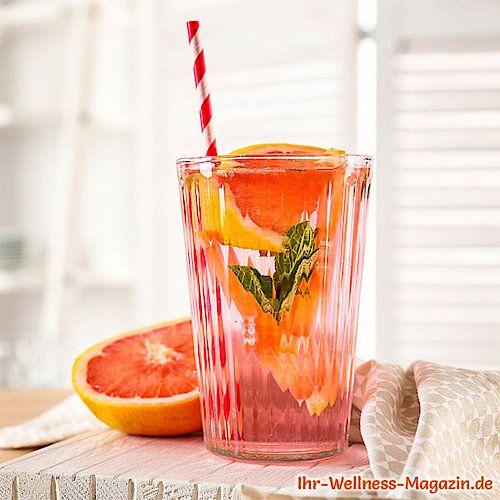 Grapefruit-Limonade mit Minze selber machen - Rezept ohne Zucker & Low Carb