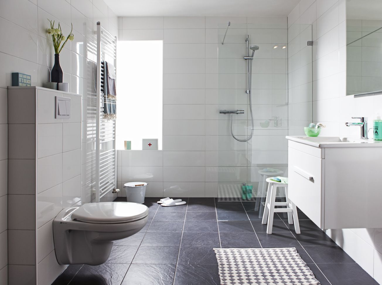 All In Badkamer : De all inclusive badkamer van baderie is opgebouwd met baderie