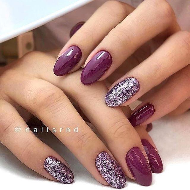 Photo of Lilla og glitter neglekunstdesign