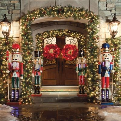 Lighted Nutcrackers Family - D-EPE Pinterest Holidays