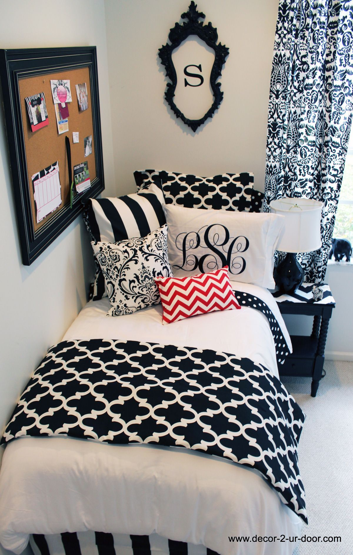 Below are white bedroom ideas that can
