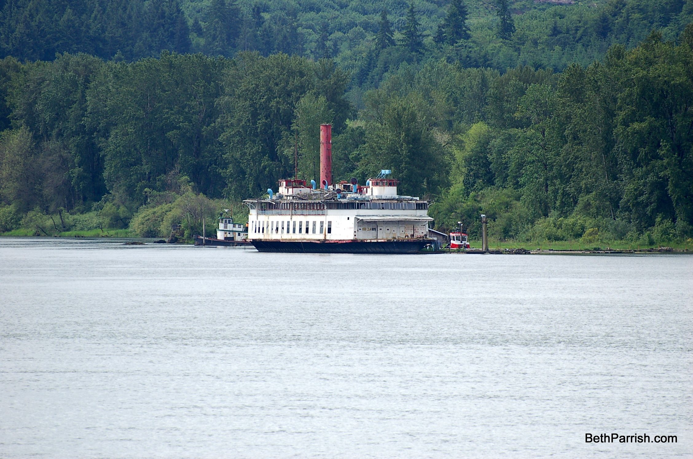 Abandoned boat on the Columbia River near
