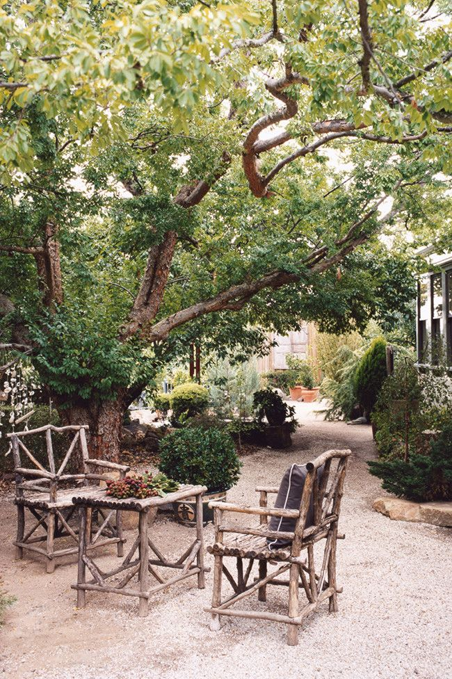 country style magazine an old elm creates a shady spot for rh pinterest com