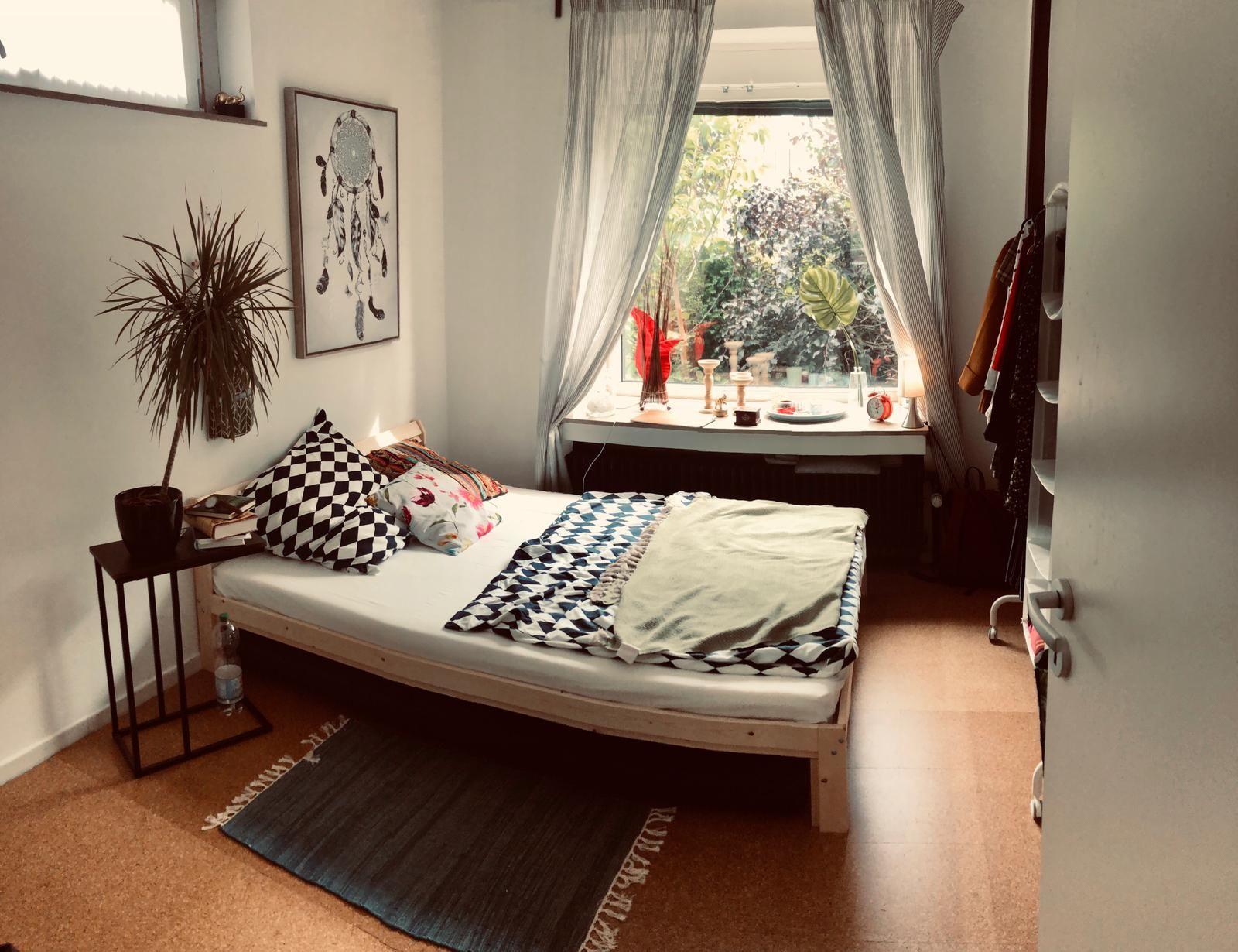 Dieses Schone Wg Zimmer Befindet Sich In Bremen Und Ist Zur Zwischenmiete Frei Wg Wggesucht Wgzimmer Bremen Schlafzimmer Bedroom Home Room Home Decor