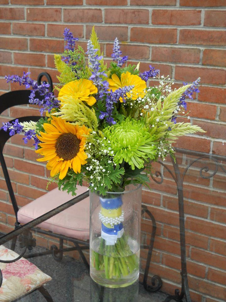 later summer bouquet with a touch of blue using blue salvia