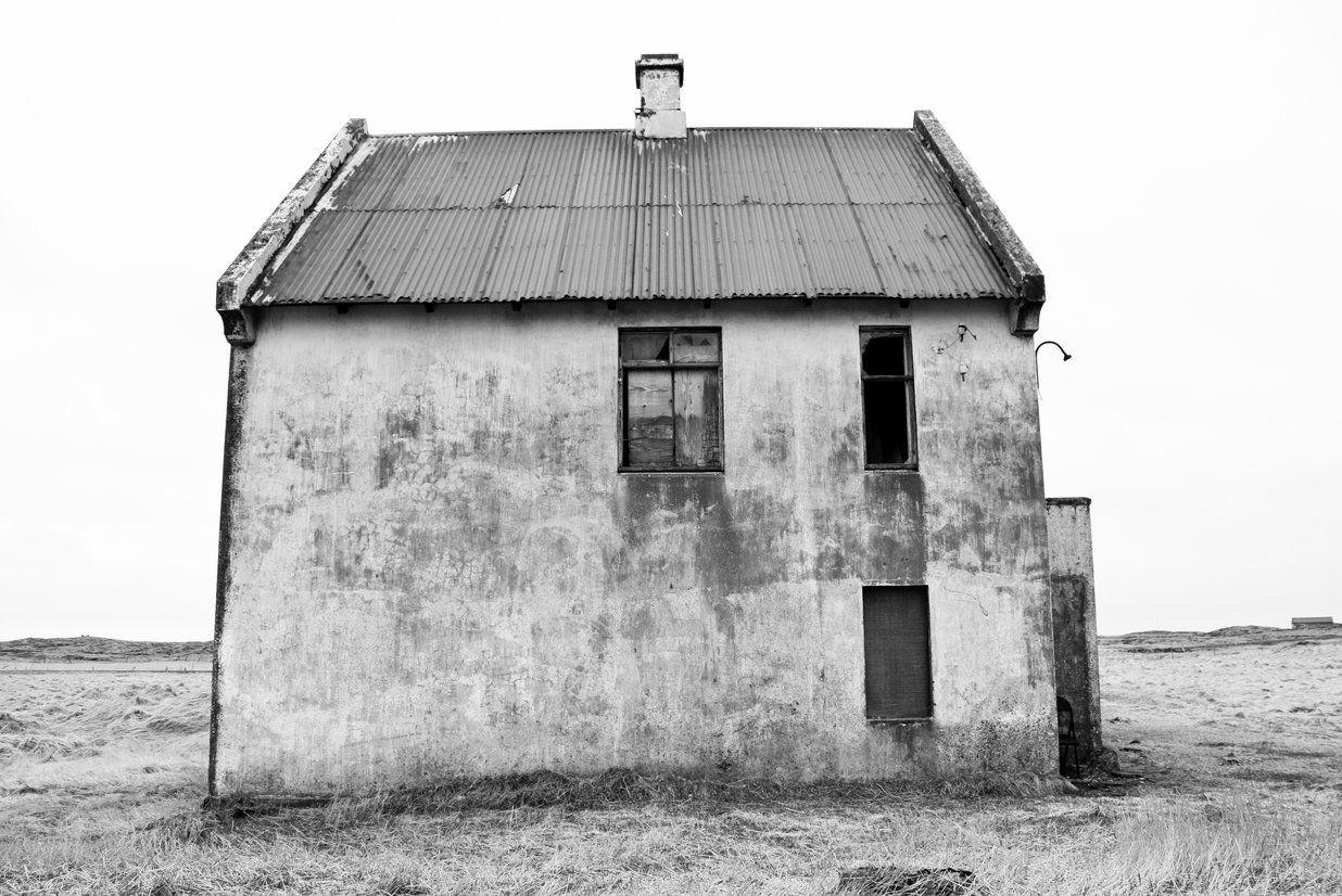 ...på vejen står et hus